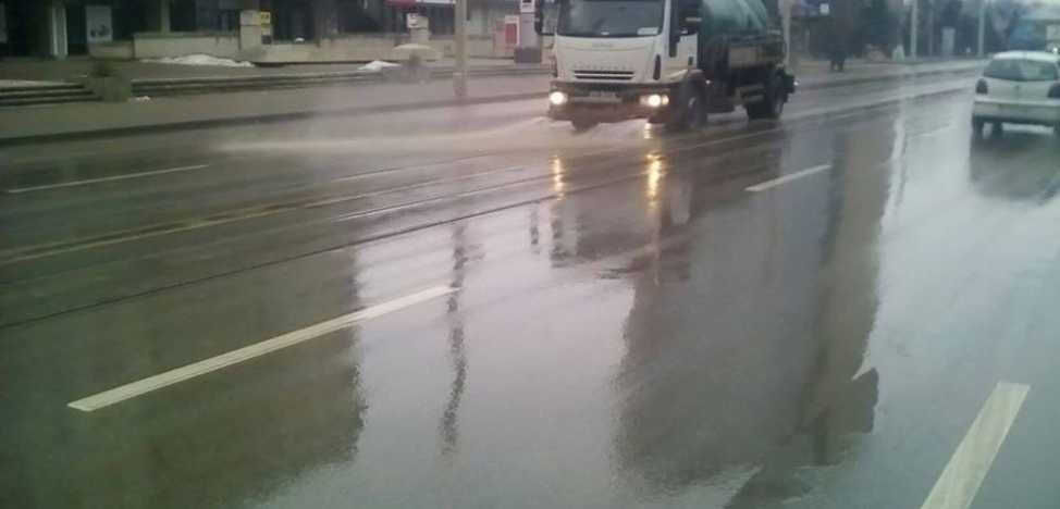 Cleaning Program To Remove Mud From The Streets Of Iasi Drivers Are